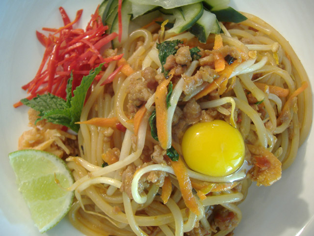Thai_bolognese_plated_aerial_2
